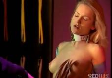 BDSM ar seksīgu blondīni lateksā