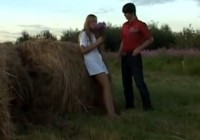 Seksīgs skuķis laukos