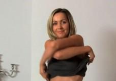 Blondīne kastingā piedzīvo spermas dušu