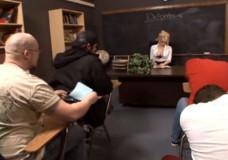 Pēcstundu skolotājas kārtīgais kniebiens