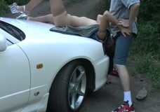 Maukas paņemšana un izkniebšana uz mašīnas